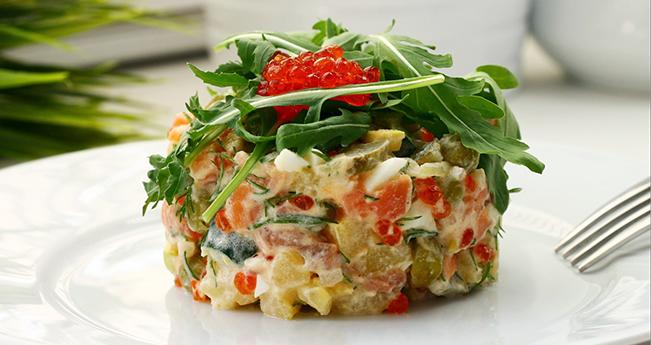 Красный оливье (салат с лососем)