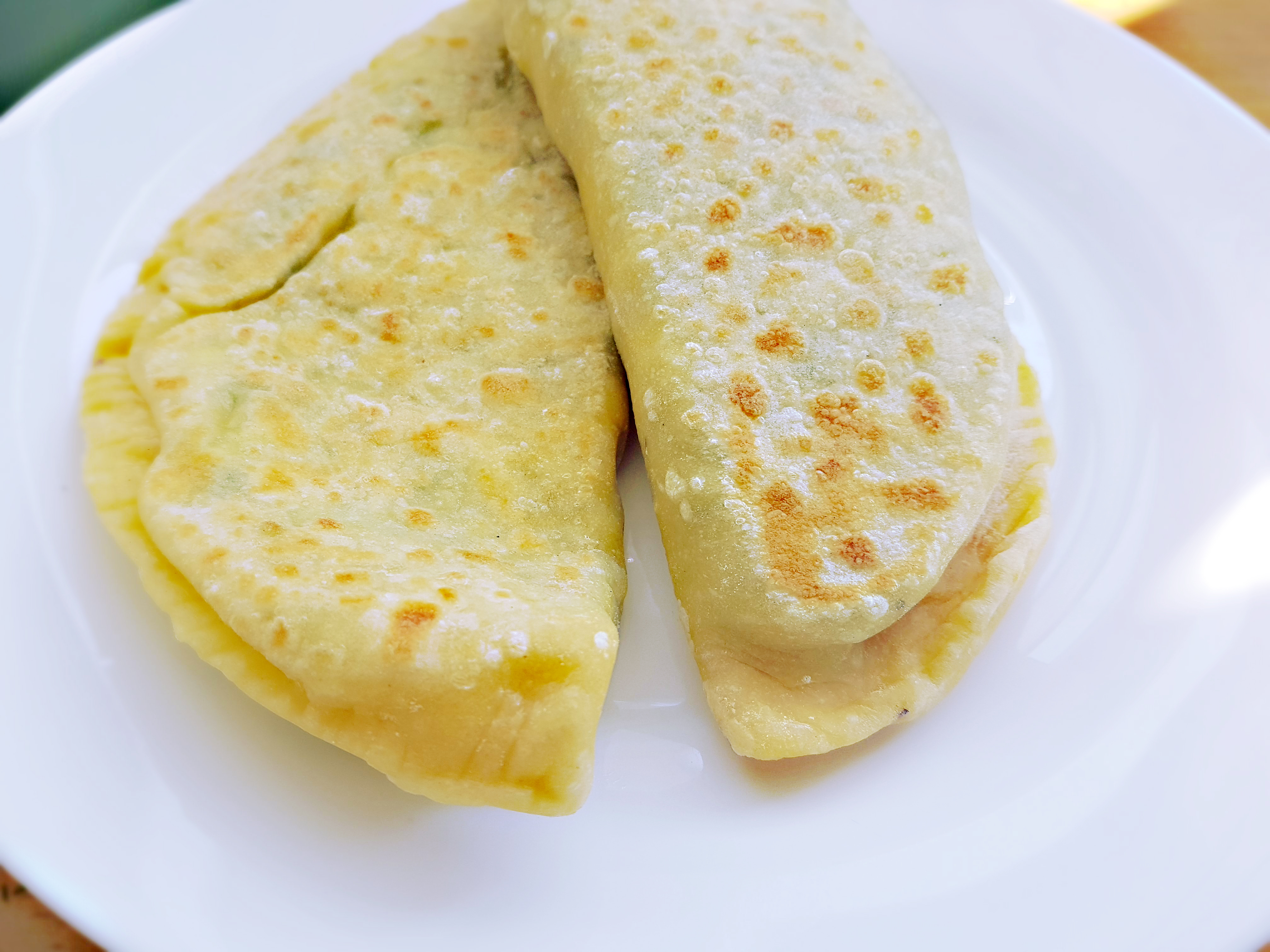 пиріжки з яйцем та цибулею