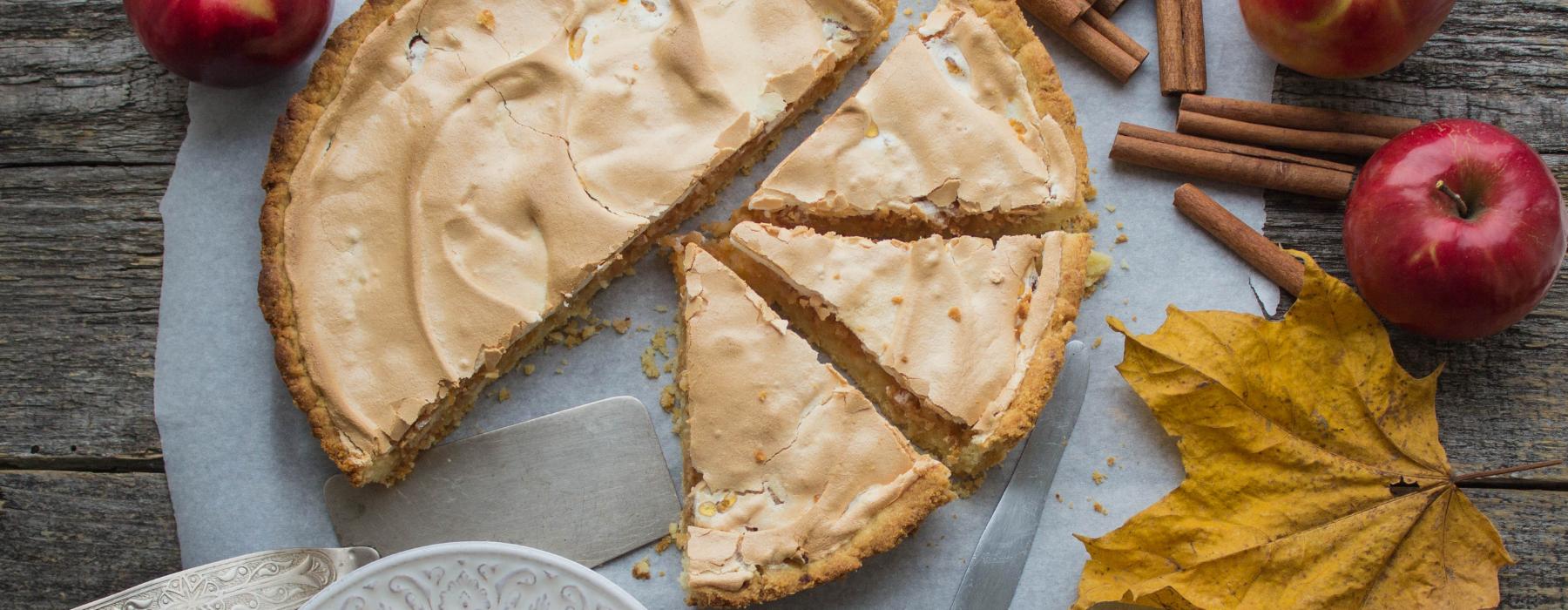 пісочний пиріг з яблуками і меренгою