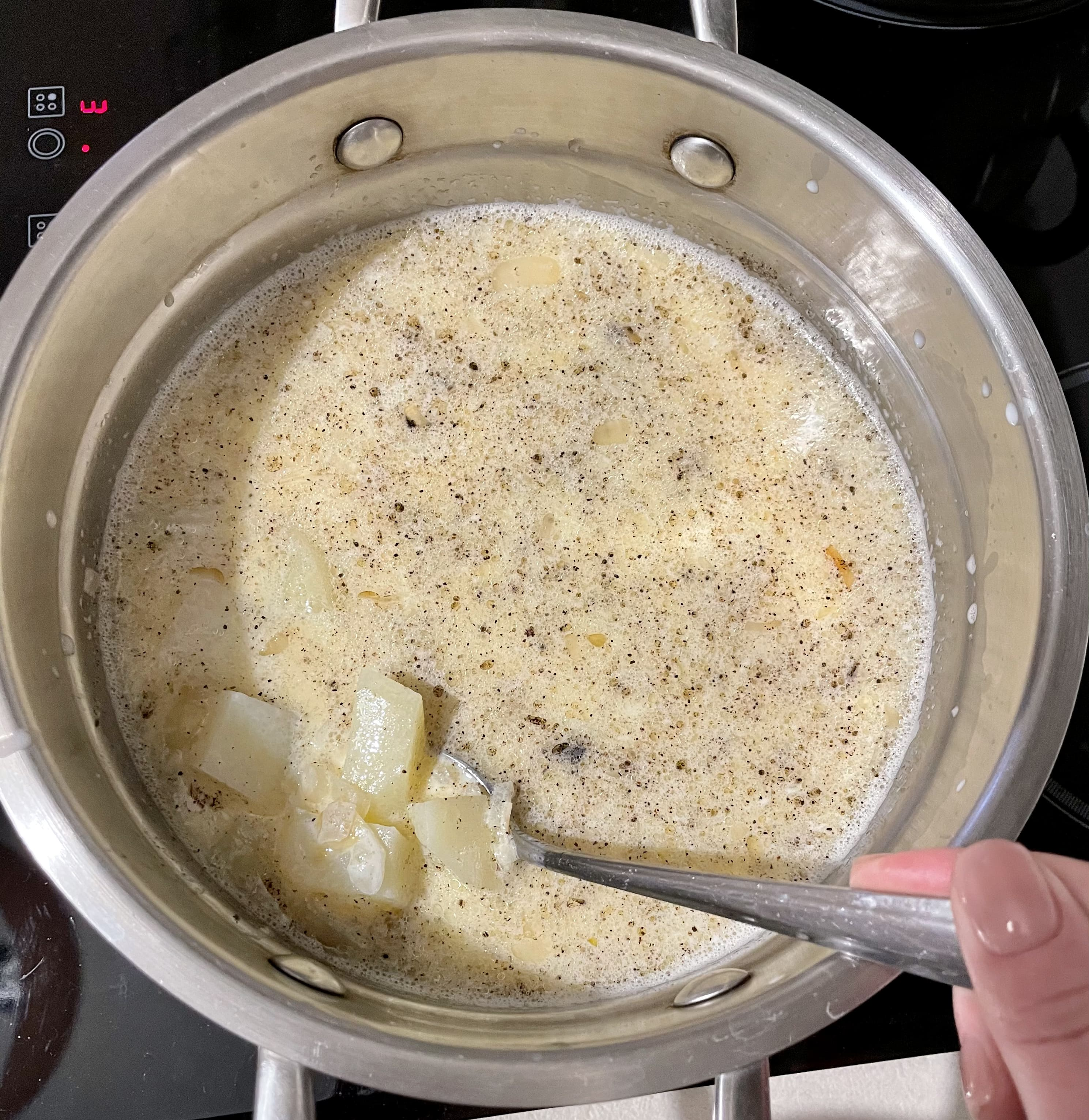 молочний суп-пюре с яйцом і картоплею